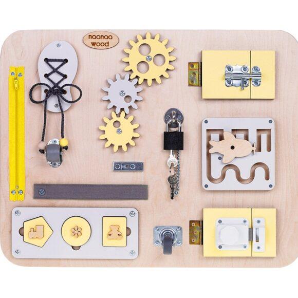 Jak działają tablice sensoryczne Montessori?